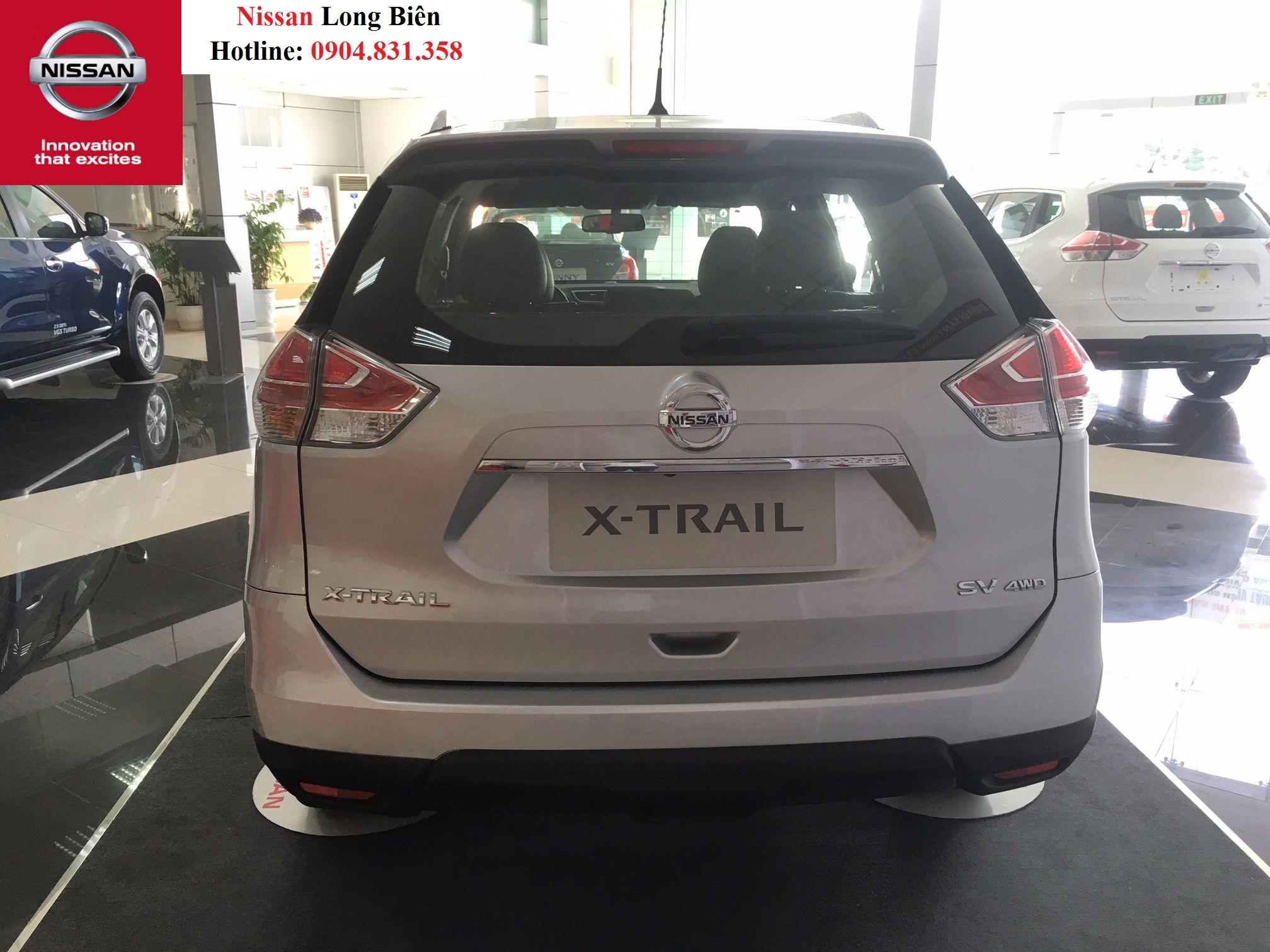 Phần đuôi xe của Nissan X-trail 2.5SV